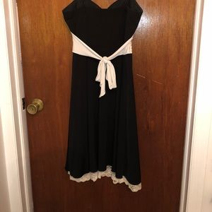 Dresses - Black and white dress worn once